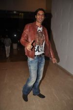 Arjun Rampal at Farah Khan_s house warming bash on 20th Dec 2011 (174).JPG