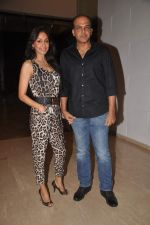 Ashutosh Gowariker, Sunita Gowariker at Farah Khan_s house warming bash on 20th Dec 2011 (31).JPG