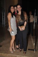 Zarine Khan, Manyata Dutt, Krishika Lulla at Farah Khan_s house warming bash on 20th Dec 2011 (225).JPG