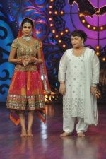 Genelia D Souza, Saroj Khan on the sets of Saroj Khan_s show Nachle Ve at Imagine in R K Studios on 21st Dec 2011 (127).JPG