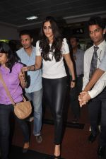 Sonam kapoor meets Twitter fans in Welingkar college on 21st Dec 2011 (36).JPG