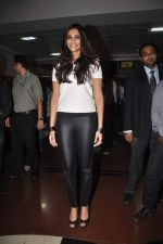 Sonam kapoor meets Twitter fans in Welingkar college on 21st Dec 2011 (37).JPG