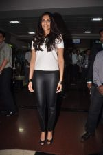 Sonam kapoor meets Twitter fans in Welingkar college on 21st Dec 2011 (39).JPG