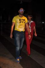 Yuvraj Singh cool casual look snapped at domestic airport on 22nd Dec 2011 (4).JPG