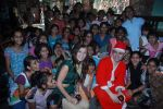Shiney Ahuja turns santa in Andheri, Mumbai on 24th Dec 2011 (37).JPG