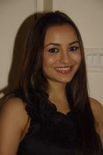 nikkessha rangwala at Baroke lounge launch in South Mumbai on 24th Dec 2011 (15).JPG