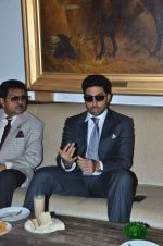 Abhishek Bachchan at Mid-Day Race in RWITC, Mahalaxmi on 25th Dec 2011 (112).JPG