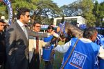 Abhishek Bachchan at Mid-Day Race in RWITC, Mahalaxmi on 25th Dec 2011 (131).JPG