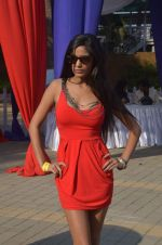 Poonam Pandey at Mid-Day Race in RWITC, Mahalaxmi on 25th Dec 2011 (86).JPG