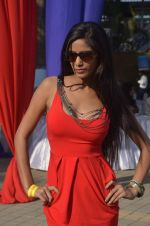Poonam Pandey at Mid-Day Race in RWITC, Mahalaxmi on 25th Dec 2011 (88).JPG