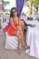 Poonam Pandey at Mid-Day Race in RWITC, Mahalaxmi on 25th Dec 2011 (91).JPG