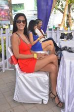 Poonam Pandey at Mid-Day Race in RWITC, Mahalaxmi on 25th Dec 2011 (97).JPG
