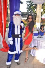 Poonam Pandey at Mid-Day Race in RWITC, Mahalaxmi on 25th Dec 2011 (99).JPG