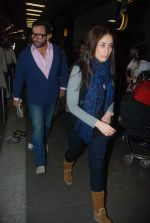 Saif Ali Khan, Kareena Kapoor off for a vacation in Airport on 25th Dec 2011 (1).JPG