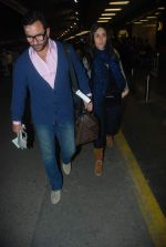 Saif Ali Khan, Kareena Kapoor off for a vacation in Airport on 25th Dec 2011 (10).JPG