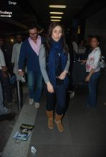 Saif Ali Khan, Kareena Kapoor off for a vacation in Airport on 25th Dec 2011 (12).JPG