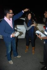 Saif Ali Khan, Kareena Kapoor off for a vacation in Airport on 25th Dec 2011 (5).JPG