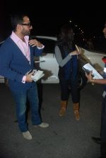 Saif Ali Khan, Kareena Kapoor off for a vacation in Airport on 25th Dec 2011 (6).JPG