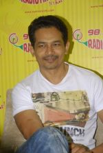 Atul Kulkarni with the star cast of Chaalis Chaurasia at Radio Mirchi in Parel, Mumbai on 27th Dec 2011 (33).JPG