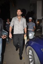 Yuvraj Singh at Diya Diamond concert in St ANdrews, Bandra, Mumbai on 27th Dec 2011 (1).JPG