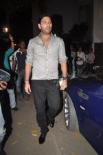 Yuvraj Singh at Diya Diamond concert in St ANdrews, Bandra, Mumbai on 27th Dec 2011 (2).JPG