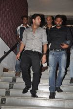 Yuvraj Singh at Diya Diamond concert in St ANdrews, Bandra, Mumbai on 27th Dec 2011 (7).JPG