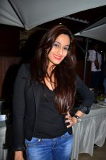 at Rati Agnihotri_s bash for son Tanuj in Bandra, Mumbai on 27th Dec 2011 (3).JPG