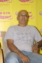 with the star cast of Chaalis Chaurasia at Radio Mirchi in Parel, Mumbai on 27th Dec 2011 (9).JPG