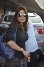 Alvira Khan leave for New Year_s celebration in Airport, Mumbai on 28th Dec 2011 (7).JPG