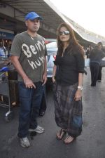Alvira Khan, Atul Agnihotri leave for New Year_s celebration in Airport, Mumbai on 28th Dec 2011 (13).JPG