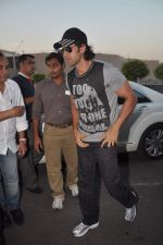 Hrithik Roshan leave for New Year_s celebration in Airport, Mumbai on 28th Dec 2011 (16).JPG