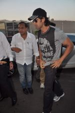 Hrithik Roshan leave for New Year_s celebration in Airport, Mumbai on 28th Dec 2011 (18).JPG