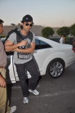 Hrithik Roshan leave for New Year_s celebration in Airport, Mumbai on 28th Dec 2011 (25).JPG