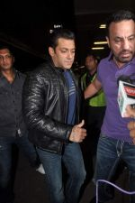 Salman Khan leave for New Year_s celebration in Airport, Mumbai on 28th Dec 2011 (3).JPG