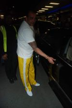 Sanjay Dutt snapped at airport as they enter Big Boss on 29th Dec 2011 (14).JPG