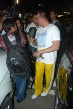 Sanjay Dutt snapped at airport as they enter Big Boss on 29th Dec 2011 (7).JPG