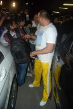 Sanjay Dutt snapped at airport as they enter Big Boss on 29th Dec 2011 (9).JPG