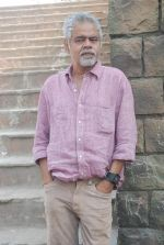 Sanjay Mishra on location of film Pranam Walkum in Filmcity, Mumbai on 29th Dec 2011 (28).JPG