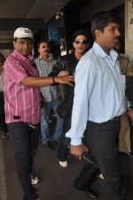 Shahrukh Khan snapped at the Domestic Airport in Mumbai on 29th Dec 2011 (29).JPG