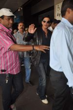 Shahrukh Khan snapped at the Domestic Airport in Mumbai on 29th Dec 2011 (30).JPG
