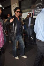Shahrukh Khan snapped at the Domestic Airport in Mumbai on 29th Dec 2011 (31).JPG