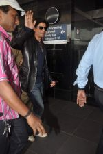 Shahrukh Khan snapped at the Domestic Airport in Mumbai on 29th Dec 2011 (32).JPG