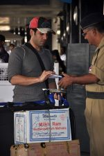 Tusshar Kapoor snapped at the Domestic Airport in Mumbai on 29th Dec 2011 (10).JPG