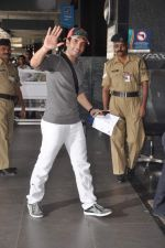 Tusshar Kapoor snapped at the Domestic Airport in Mumbai on 29th Dec 2011 (14).JPG