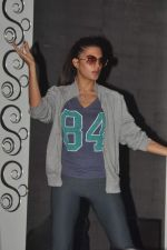 Jacqueline Fernandez practice for Sahara Star Seduction in Sahara Star on 30th Dec 2011 (103).jpg