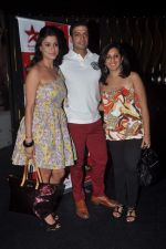 Shilpa Saklani, Munisha Khatwani, Timmy Narang at Survivor show bash in Tryst, Mumbai on 30th Dec 2011 (19).JPG