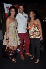 Shilpa Saklani, Munisha Khatwani, Timmy Narang at Survivor show bash in Tryst, Mumbai on 30th Dec 2011 (20).JPG