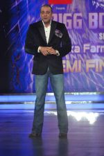 Sanjay Dutt On the sets of Bigg Boss 5 with Players star cast on 31st Dec 2011 (150).JPG