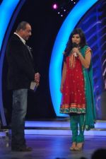 Sunny Leone, Sanjay Dutt On the sets of Bigg Boss 5 with Players star cast on 31st Dec 2011 (222).JPG
