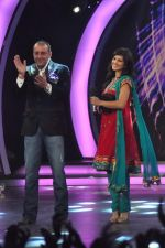 Sunny Leone, Sanjay Dutt On the sets of Bigg Boss 5 with Players star cast on 31st Dec 2011 (228).JPG